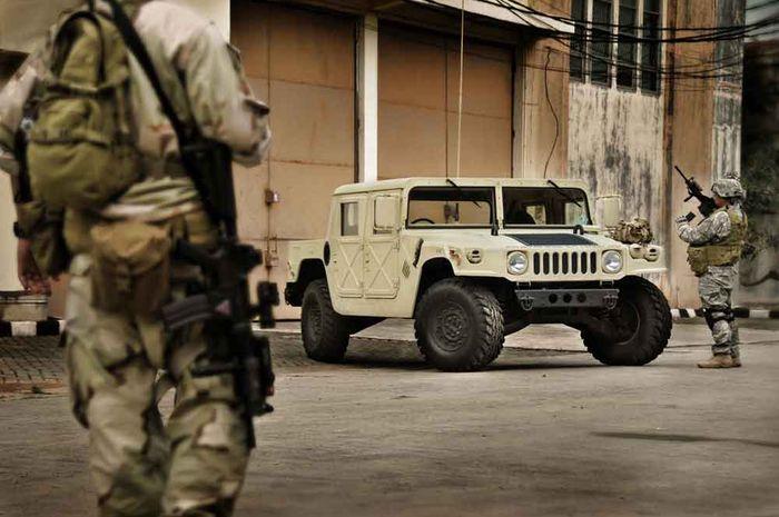 Di mata saya, Humvee merupakan selebriti dunia militer