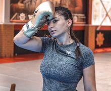 Kalah di UFC 242, Petarung Seksi Ini Minta Maaf Sambil Pamer Wajah Babak Belur
