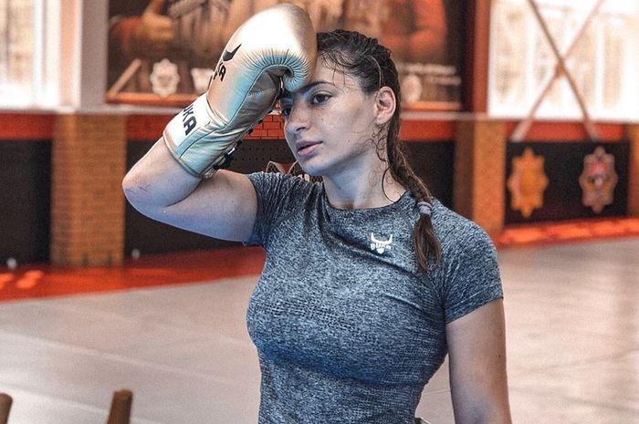 Liana Jojua, sosok petarung wanita ang akan meriahkan laga UFC 242 pada Sabtu (7/9/2019) malam waktu Amerika Serikat