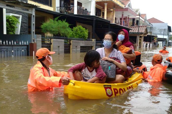 Hujan Deras, Banjir Menggenang di 75 Titik Jakarta dan ...