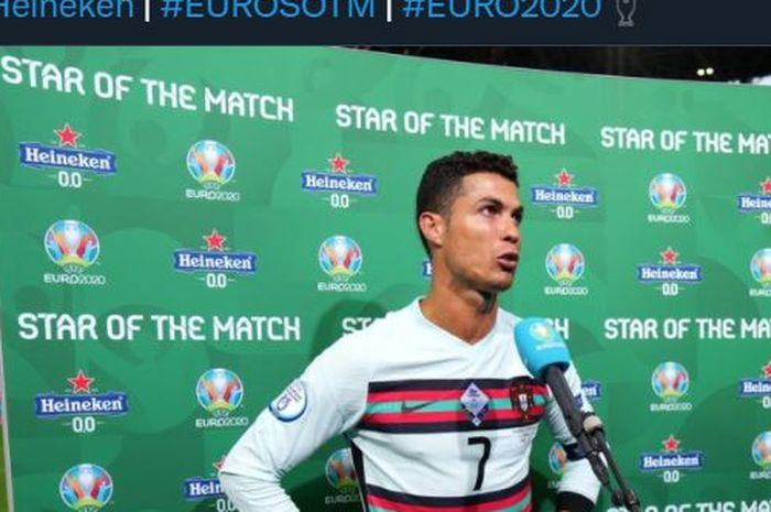 Cristiano Ronaldo terpilih sebagai pemain terbaik laga Euro 2020 Hungaria vs Portugal versi penyelenggara.