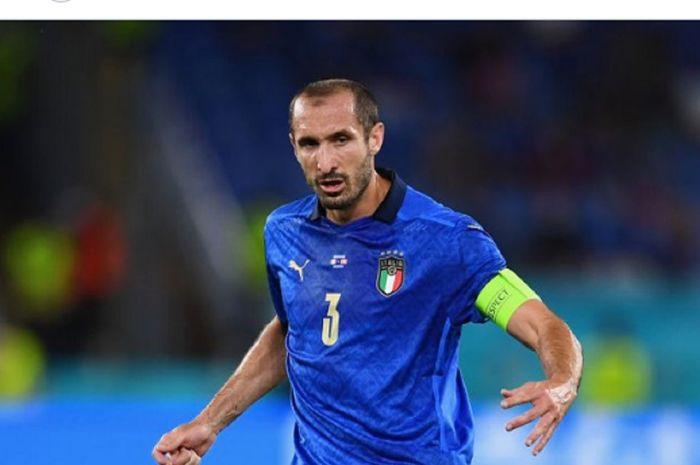 Kapten timnas Italia, Giorgio Chiellini, saat melawan timnas Swiss dalam matchday kedua Grup A EURO 2020 di Stadion Olimpico, Roma, Rabu (16/6/2021) waktu setempat atau Kamis pukul 02.00.