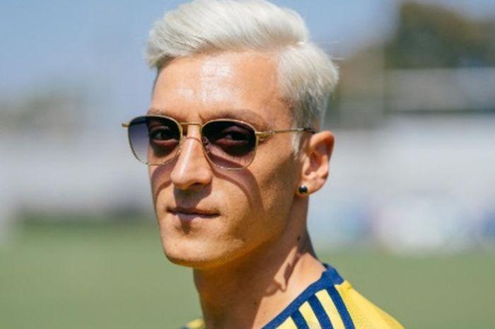 Rambut baru Ozil