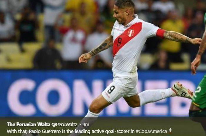 Striker timnas Peru, Paolo Guerrero, mencetak gol kala berhadapan dengan timnas Cile pada laga semifinal Copa America 2019 di Arena do Gremio pada Kamis (4/7/2019) pagi WIB.