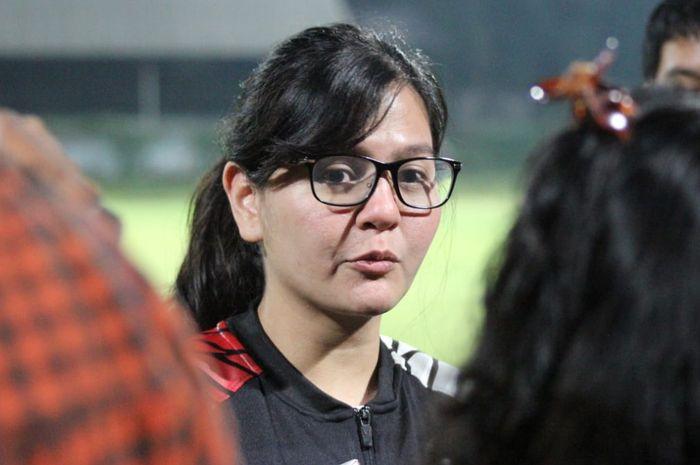 Sekjen PSSI, Ratu Tisha Destria, menjawab pertanyaan wartawan di Stadion Pajajaran, Bogor, Sabtu (25/5/2019).