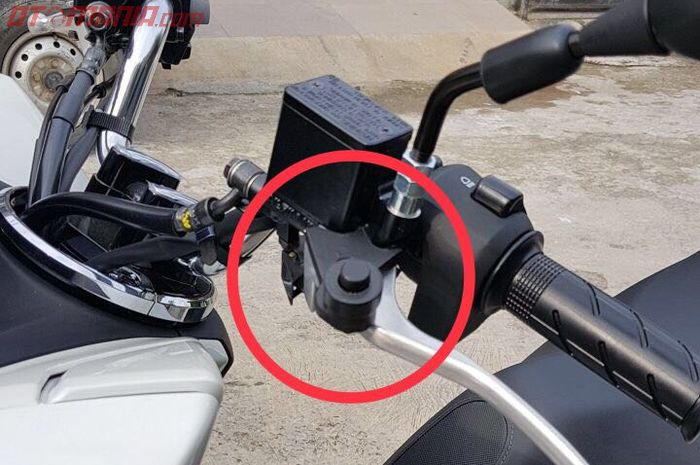 Parking brake lock terpasang di Honda All New PCX