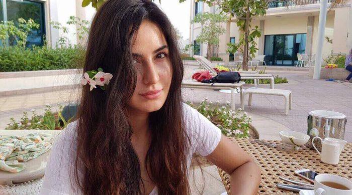 Katrina Kaif terlihat tetap cantik walau tanpa menggunakan make up