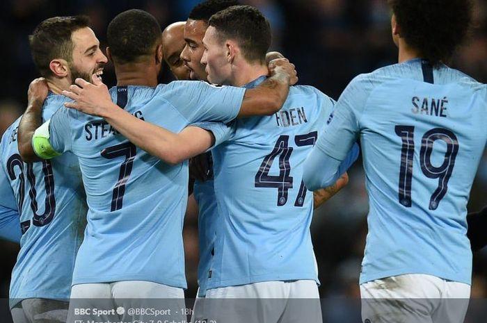 Para pemain Manchester City saat merayakan gol ke gawang Schalke dalam partai Liga Champions.