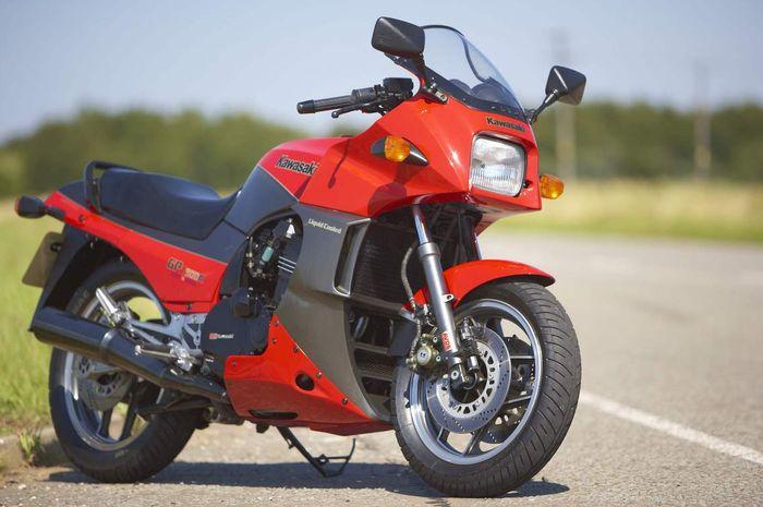 Kawasaki GPZ900R sang Ninja pertama!