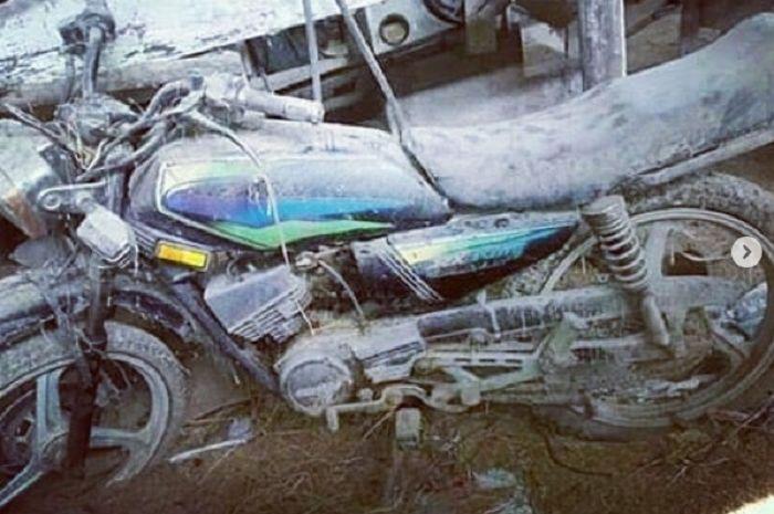 Yamaha RX King rusak tak bertuan.