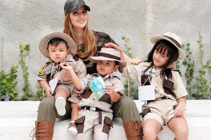 Pakaian anak Nia Ramadhani membuat warganet kagum