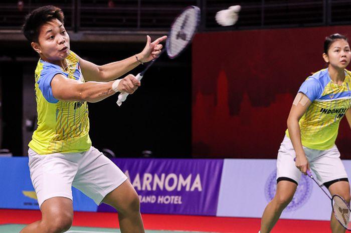 Aksi pasangan ganda putri Indonesia, Greysia Polii/Apriyani Rahayu (kiri), pada pertandingan babak pertama Thailand Open I 2021 di Impact Arena, Bangkok, Thailand, Rabu (13/1/2021).