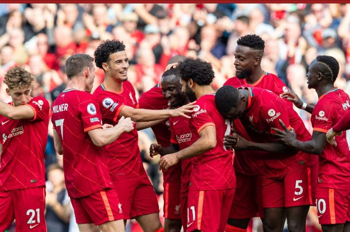 Para pemain Liverpool merayakan gol Naby Keita ke gawang Crystal Palace pada pekan kelima Liga Inggris 2021-2022 di Stadion Anfield, Sabtu (18/9/2021).