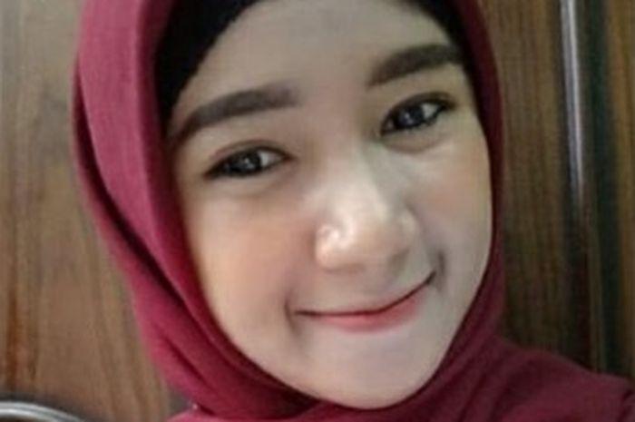 Rahayu, suporter cantik Semen Padang FC.