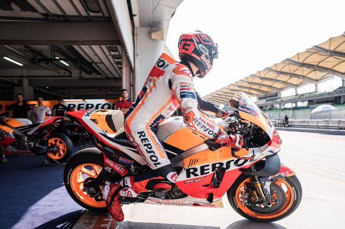 Pembalap Repsol Honda, Marc Marquez, saat melakukan uji coba di Sirkuit Sepang, Malaysia, Kamis (7/2/2019).