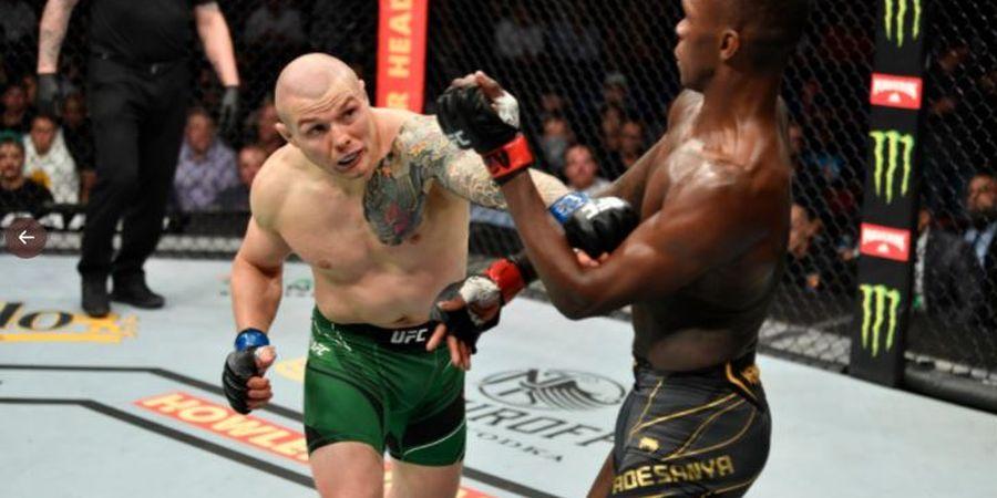 Selamat dari Maut, Aksi Israel Adesanya di UFC 263 Bikin Terheran-heran