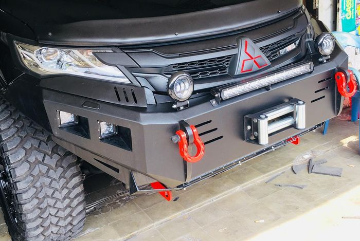 Bumper depan variasi New Pajero Sport