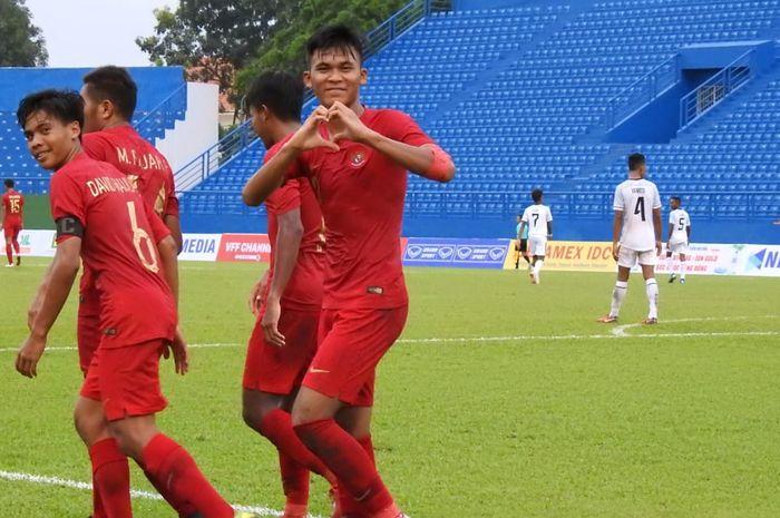 Pemain timnas U-18 Indonesia, Sultan Diego Zico merayakan gol yang dicetaknya ke gawang timnas U-18 Timor Leste, pada matchday kedua Piala AFF U-18 2019, di Stadion Binh Duong, Vietnam, Kamis (8/8/2019).