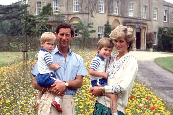 Bukan William dan Harry, Ini Nama yang Pangeran Charles Inginkan untuk Kedua Putranya