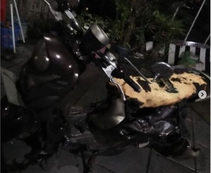Yamaha Fino habis sengaja dibakar