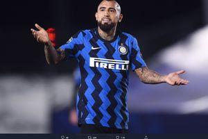 Arturo Vidal Jelaskan Maksud Ciuman ke Logo Juventus