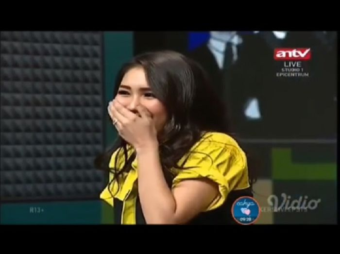 Ekspresi Ayu Ting Ting saat digoda Raffi Ahmad
