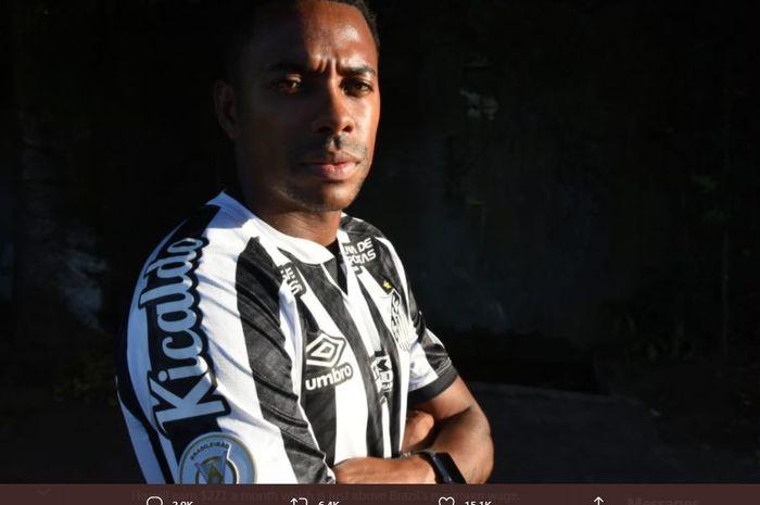Robinho kembali memperkuat Santos FC untuk keempat kali.