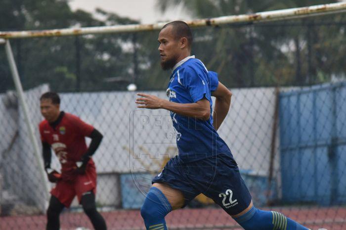 Supardi Nasir saat berlatih di Stadion Arcamanik, Kota Bandung, Jumat (24/1/2020).
