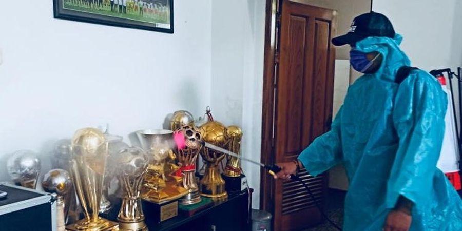 Arema FC Lakukan Penyemprotan Disinfektan di Kantor dan Mess Pemain