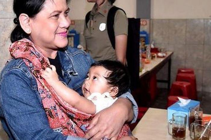 Tak Hanya Ibu Iriana Artis Artis Ini Pun Tampil Anggun
