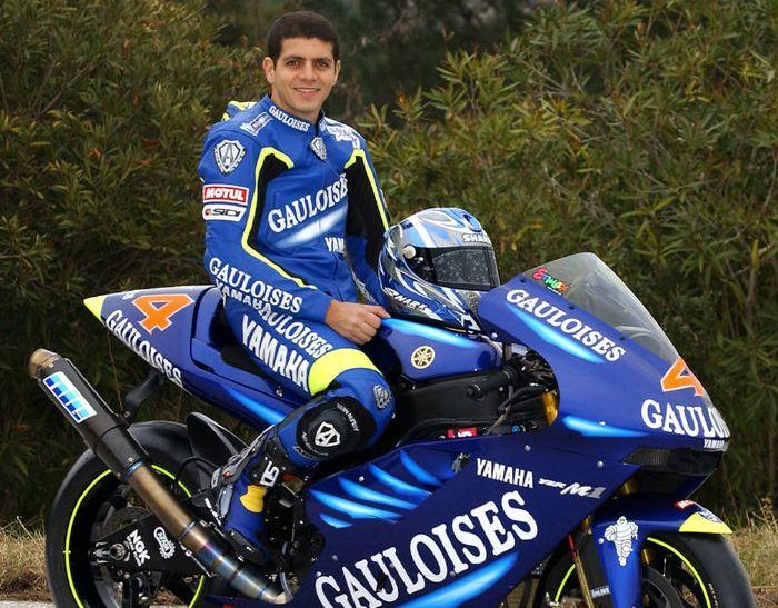 Alex Barros saat bersama Gauloises Yamaha