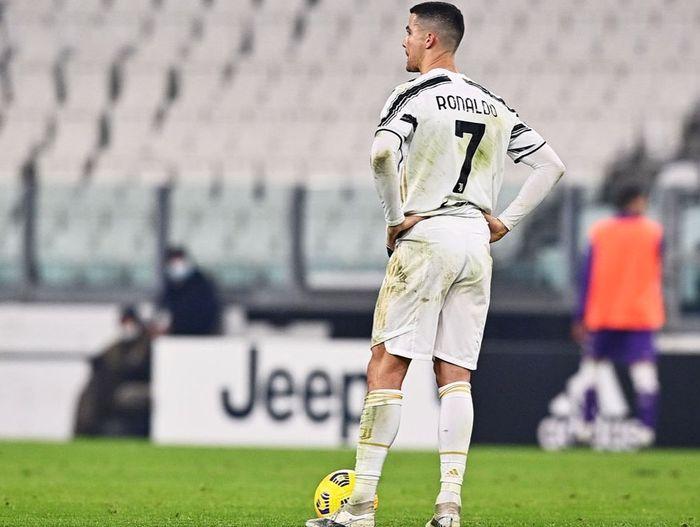 Juventus usir  Cristiano Ronaldo karena tak mampu bayar gaji fantastisnya.