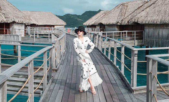 Penampilan modis Syahrini saat honeymoon ke Bora Bora