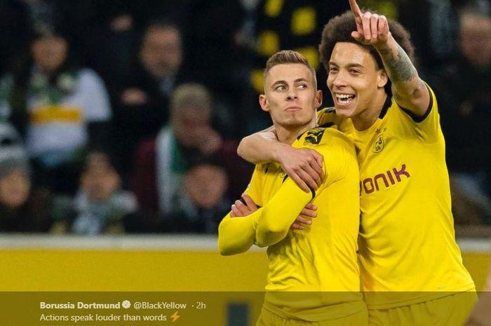 Penyerang Borussia Dortmund, Thorgan Hazard (Kiri), melakukan selebrasi bersama Axel Witsel setelah mencetak gol ke gawang Gladbach di laga pekan ke-25 Bundesliga 2019-2020.