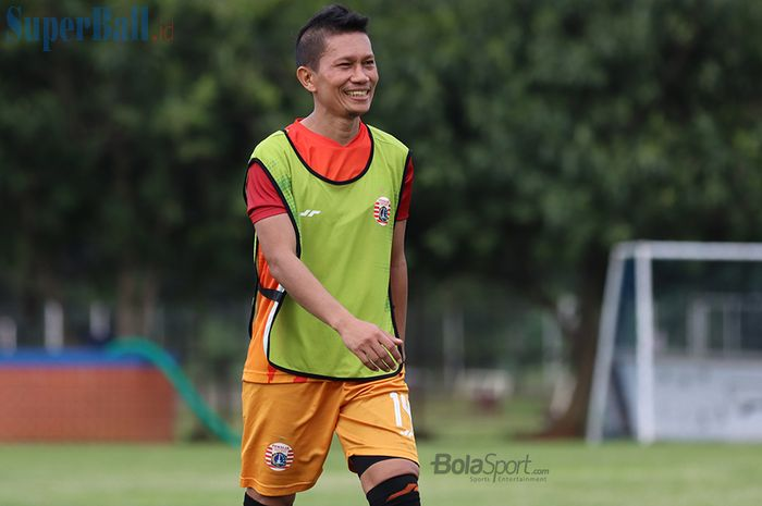 Bek kanan Persija Jakarta, Ismed Sofyan, ketika menjalani latihan di Lapangan Sutasoma Halim, Jakarta Timur (9/3/2020)