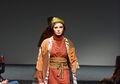 Bangga! Lurik Juga Ikut Go Internasional setelah Batik, Intip 5 Inspirasi Gayanya yang Berkelas