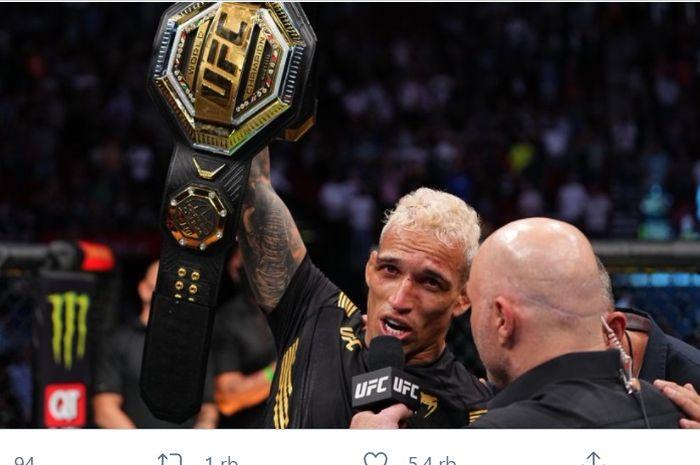 Charles Oliveira, juara baru kelas ringan UFC setelah mengalahkan Michael Chandler di UFC 262, Minggu (16/5/2021) di Toyota Arena, Houston, Texas.