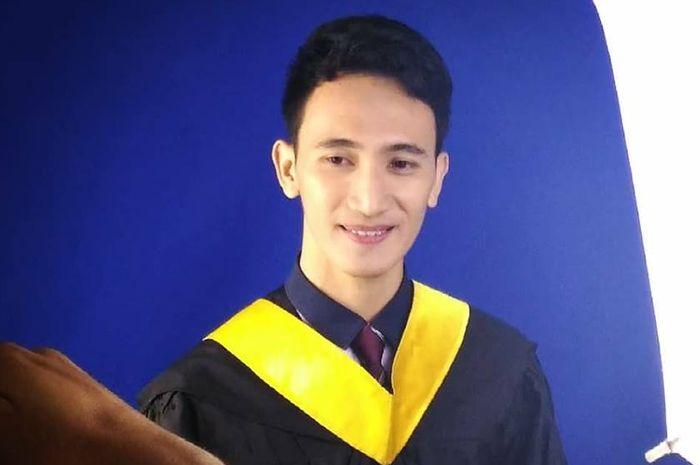 Melvin bangga karena dirinya dapat menyelesaikan pendidikan