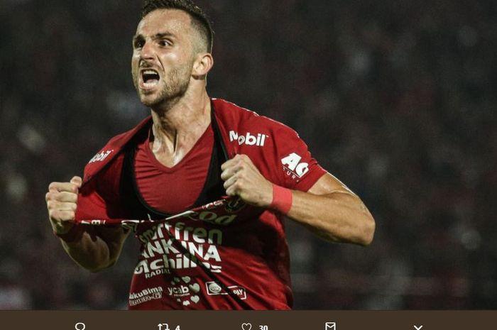 Ilija Spasojevic mencetak gol kemenangan Bali United ke gawang Arema FC dalam partai Liga 1 2019 di Stadion Kapten I Wayan Dipta, Gianyar, 24 Agustus 2019.