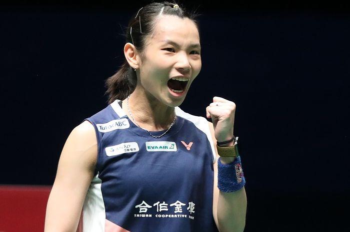 Pebulu tangkis tunggal putri Taiwan, Tai Tzu Ying, melakukan selebrasi seusai memetik poin atas lawannya, Akane Yamaguchi (Jepang), pada laga final Malaysia Open 2019.