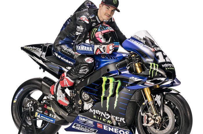 Pebalap Monster Energy Yamaha MotoGP, Maverick Vinales, berpose di atas motor barunya untuk MotoGP 2019.