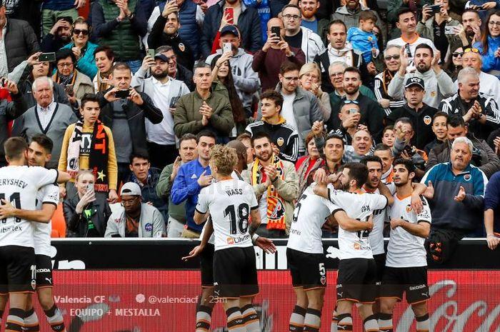Pemain Valencia merayakan gol mereka saat menjamu Real Betis di Mestalla, 29 Febbruari 2020.