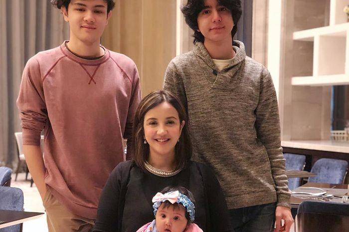 Andi Soraya dan ketiga anaknya
