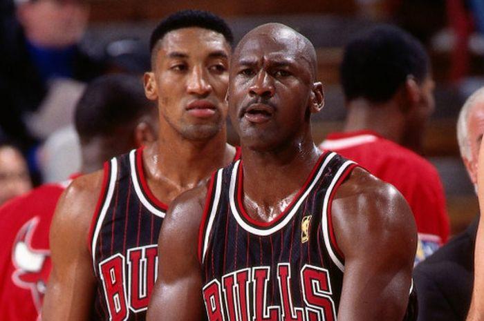 Michael Jordan saat menjadi trio pertama pencetak 30 poin lebih bersama Scottie Pippen dan Toni Kuko