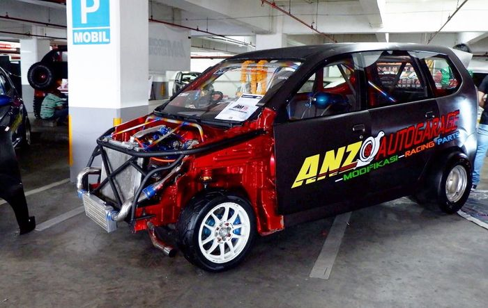 Tampilan depan modifikasi Toyota Avanza garapan Anzo Auto Garage