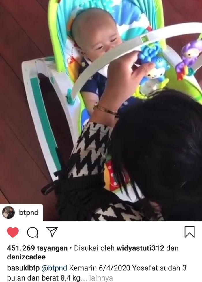 Potongan gambar video putra Ahok sedang bermain