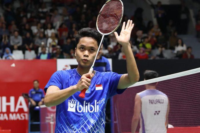 Pebulu tangkis tunggal putra Indonesia, Anthony Sinisuka Ginting, bereaksi setelah memastikan diri ke babak kedua Indonesia Masters 2020 di Istora Senayan, Jakarta, Rabu (15/1/2020).