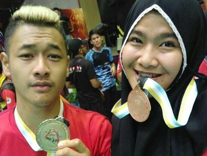 Usai Peluk Jokowi dan Prabowo, Peraih Medali Emas Ini Melamar Kekasihnya di Acara Live!
