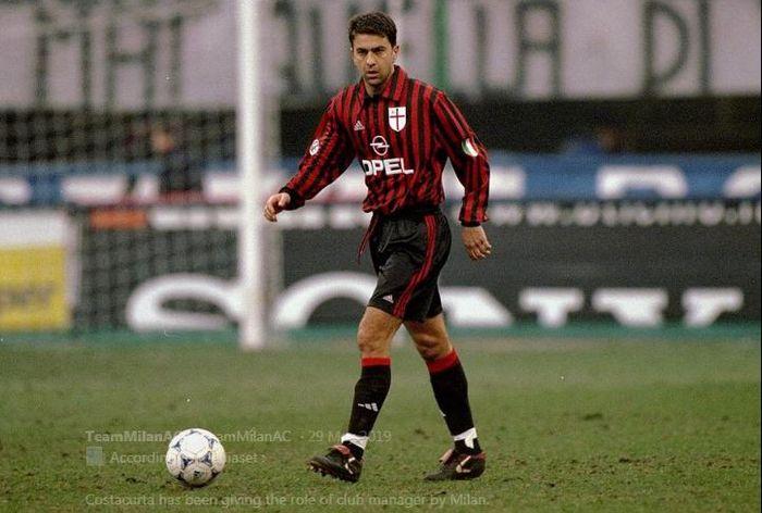 Alessandro Costacurta saat memperkuat AC Milan.