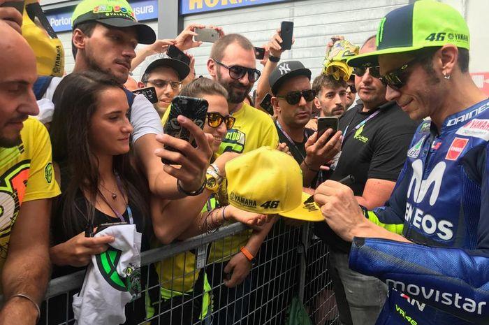 Valentino Rossi kembali balapan di depan penggemarnya di MotoGP San Marino setelah tahun lalu absen akibat cedera patah kaki